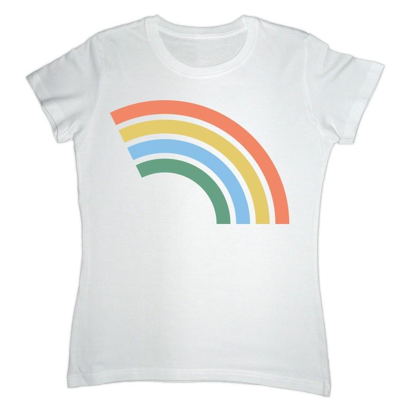 Camiseta blanca con el arcoíris