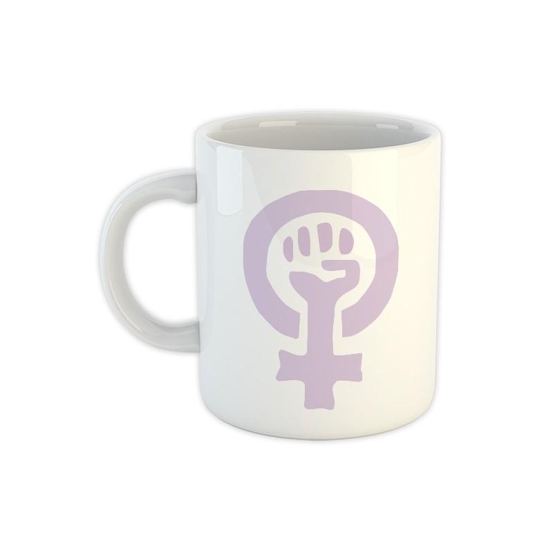 Taza blanca con símbolo feminista